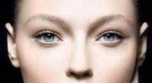 双眼皮手术有哪些潜在的风险要注意呢...