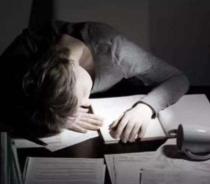 熬夜对皮肤有哪些伤害呢
