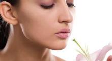 假体隆鼻整形技术采取内创口 效果非常自然...