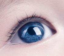 眼睛近视可以做手术切除眼袋吗