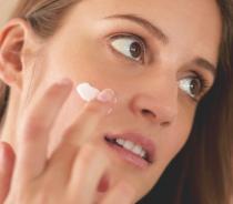 如何去除你的脸部疤痕